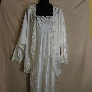 Chance Encounters long night gown/short robe-sz L